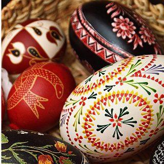 Veľkonočné zvyky a tradície na Slovensku – šibačka a oblievačka